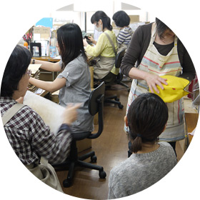 検品部・発送場・販売スタッフイメージ